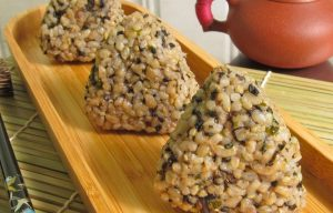 Mixed rice onigiri makanan khas jepang