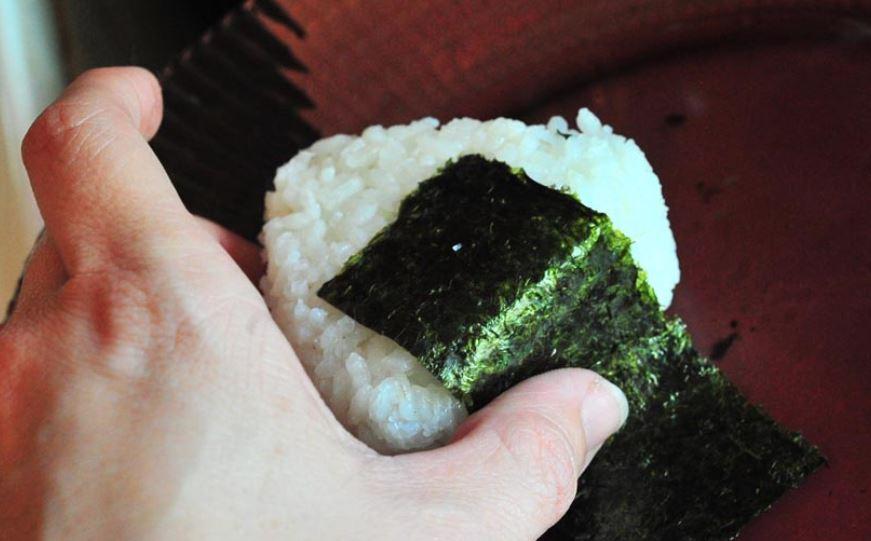 Wrapped onigiri kuliner khas jepang