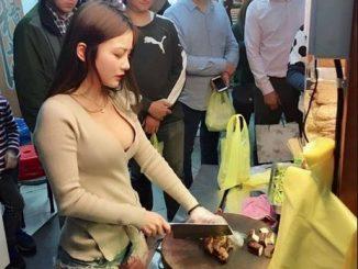 wanita penjual kuliner jeroan