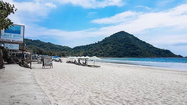 Pantai-Selong-Belanak